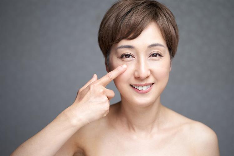 目の下の膨らみを下眼瞼脂肪取りで解消した女性