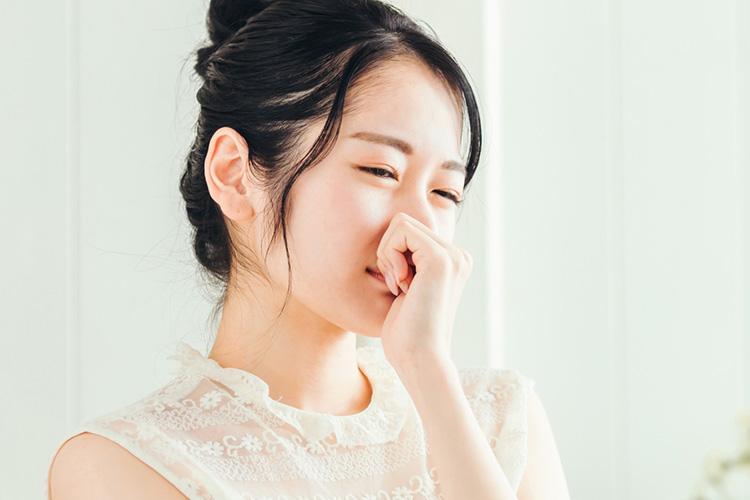 汗や臭いに悩む女性