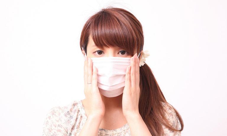 アレルギー症状に悩む女性