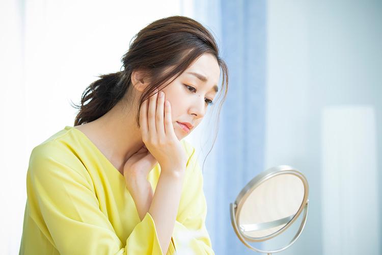 若返り(アンチエイジング)点滴は肌にハリ・ツヤがなくなってきた、しわが気になる、肌のたるみを改善・予防したい、最近年をとったと感じる事が多いなどのお悩みの方へおすすめ